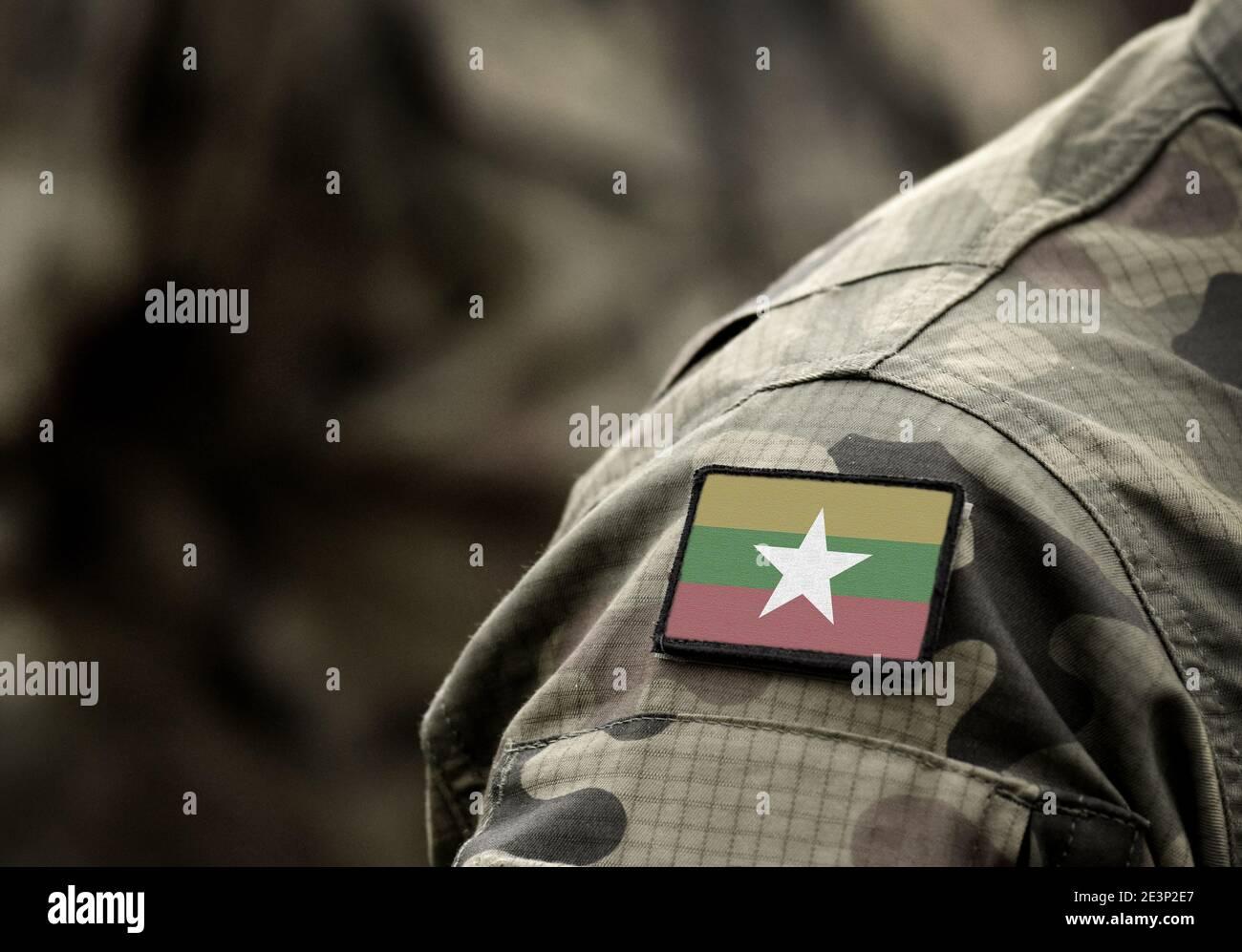 Pavillon de Myanmar et aussi connu sous le nom de Birmanie sur l'uniforme militaire. Les forces armées, l'armée, des soldats. Collage. Banque D'Images