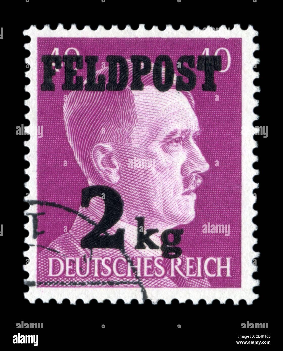 ALLEMAGNE - VERS 1944: Timbre-poste historique allemand: Portrait d'Adolf Hitler, 40 pf, surimpression de «Feldpost 2kg» pour les colis sur le front est Banque D'Images