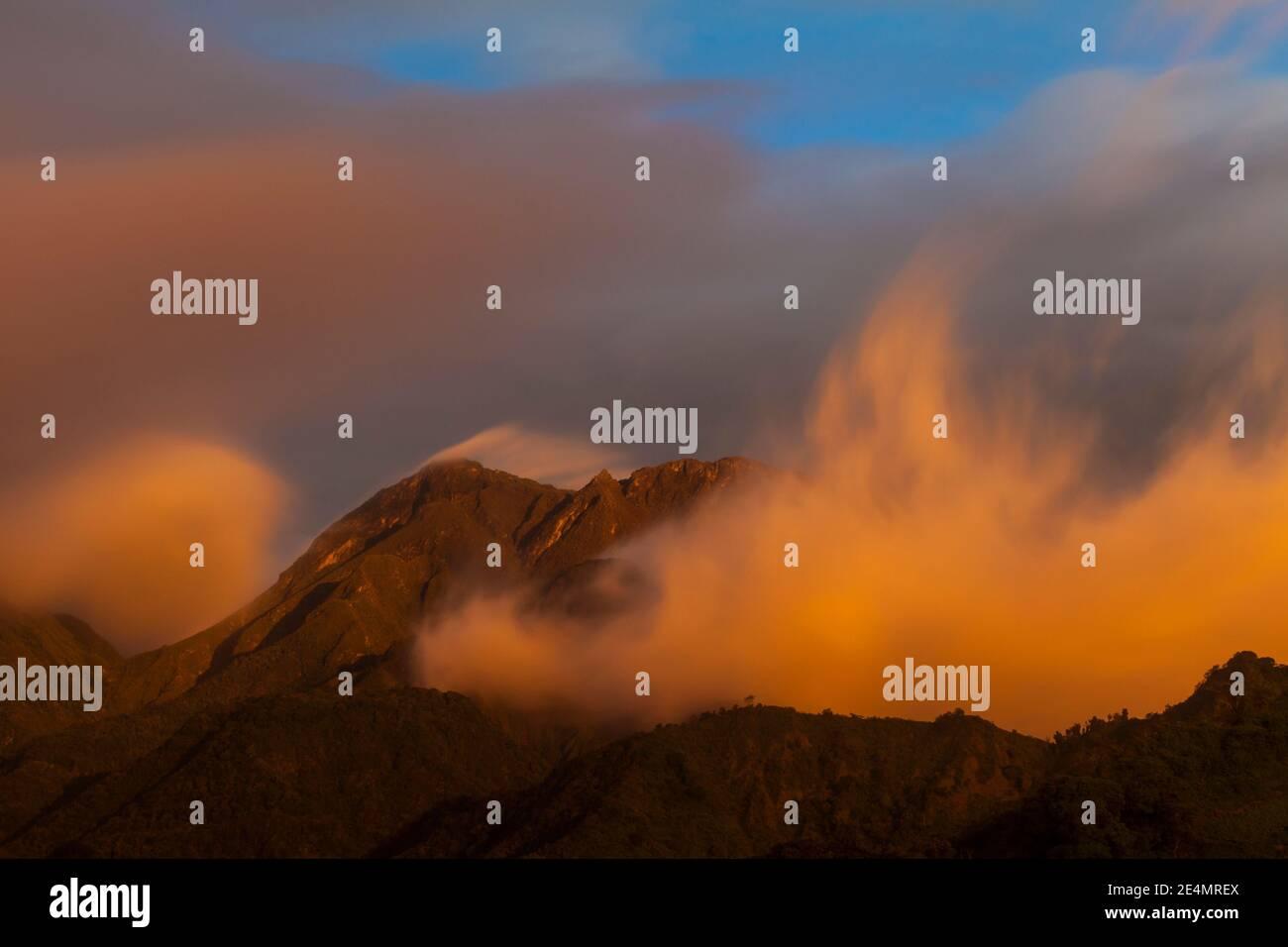 Dernière lumière du soir sur le volcan Baru, 3475 m, province de Chiriqui, République du Panama. Banque D'Images