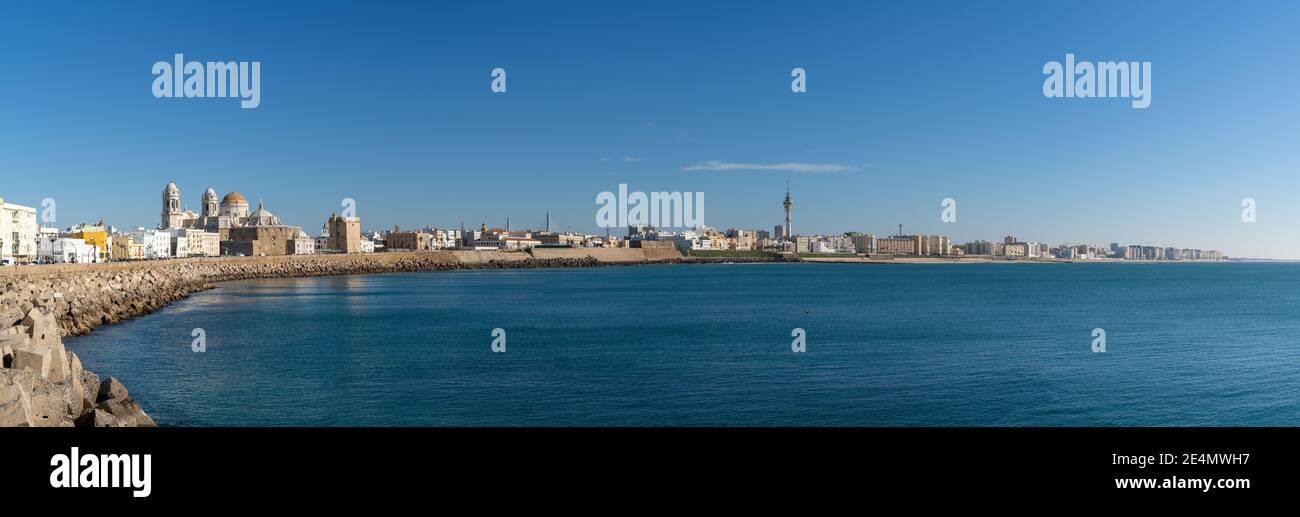 Cadix, Espagne - 16 janvier 2021 : vue panoramique sur le centre-ville historique de Cadix Banque D'Images