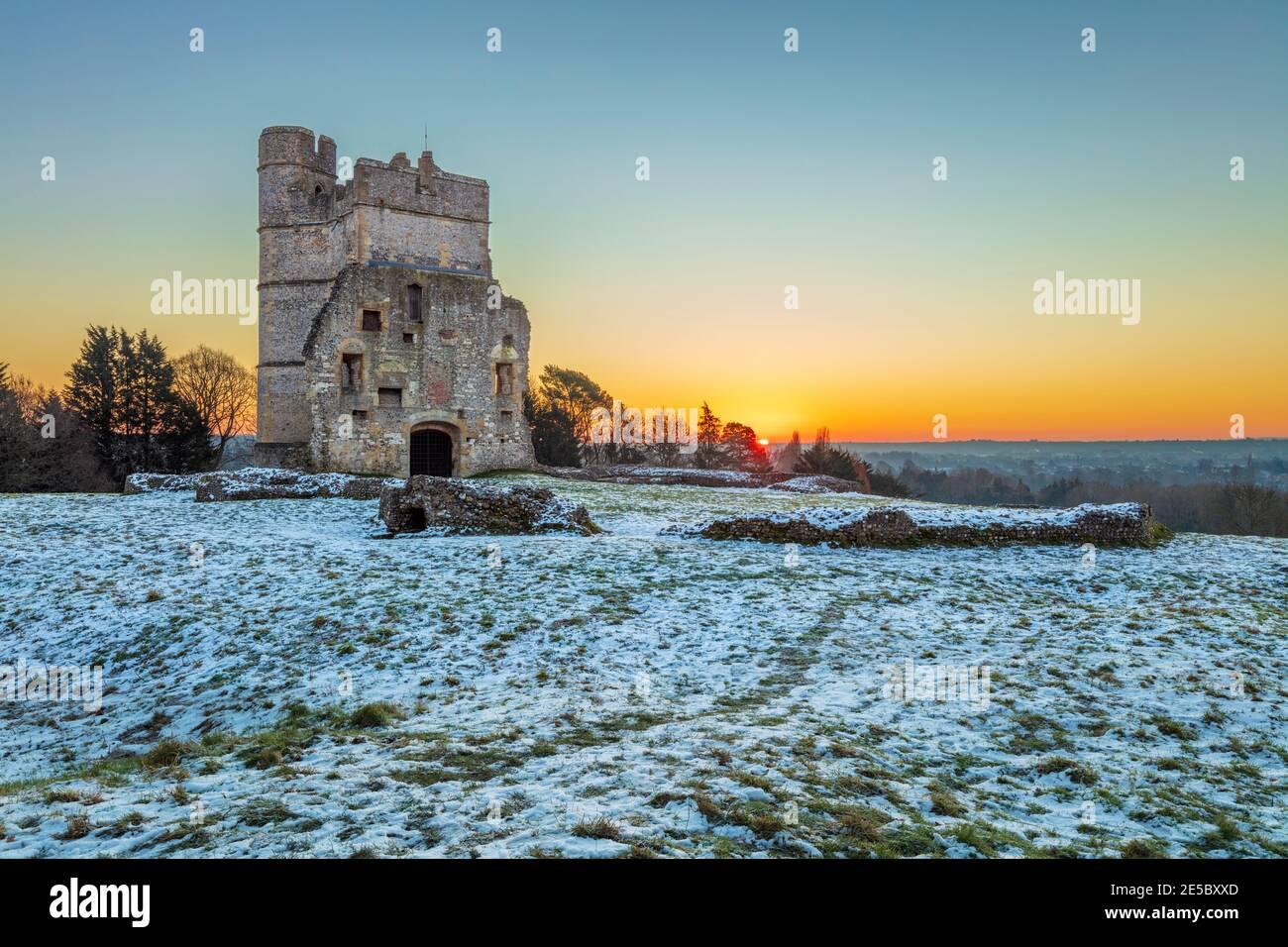 Château de Donnington en hiver gel et neige au lever du soleil, Newbury, Berkshire, Angleterre, Royaume-Uni, Europe Banque D'Images