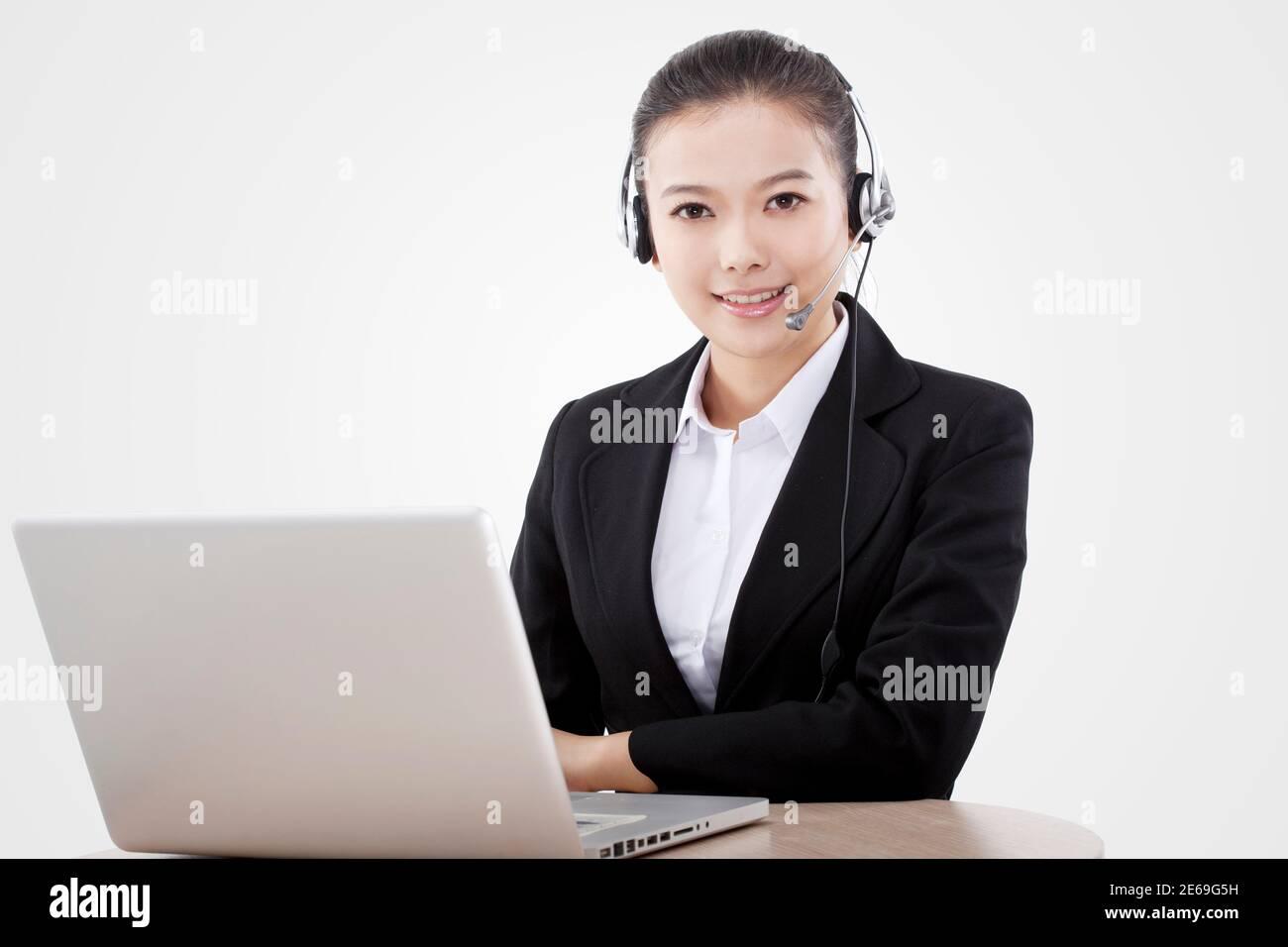 Femme d'affaires de mode orientale utilisant l'ordinateur photo de haute qualité Banque D'Images