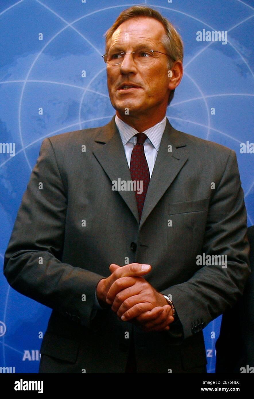 Michael Diekmann, PDG du plus grand assureur européen Allianz se, arrive à Munich le 26 février 2009 pour la conférence de presse annuelle de l'entreprise. REUTERS/Alexandra Beier (ALLEMAGNE) Banque D'Images