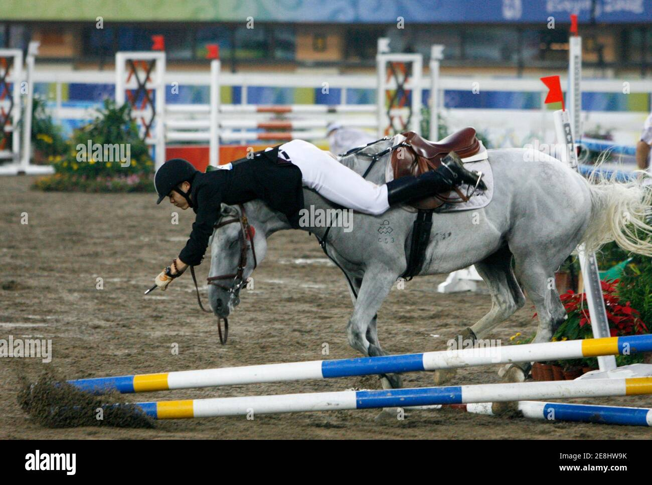 Cao Zhongrong of China falls from his horse ChuChu during the men's riding show jumping event of the modern pentathlon competition at the Beijing 2008 Olympic Games, August 21, 2008.     REUTERS/Claro Cortes IV (CHINA) Banque D'Images