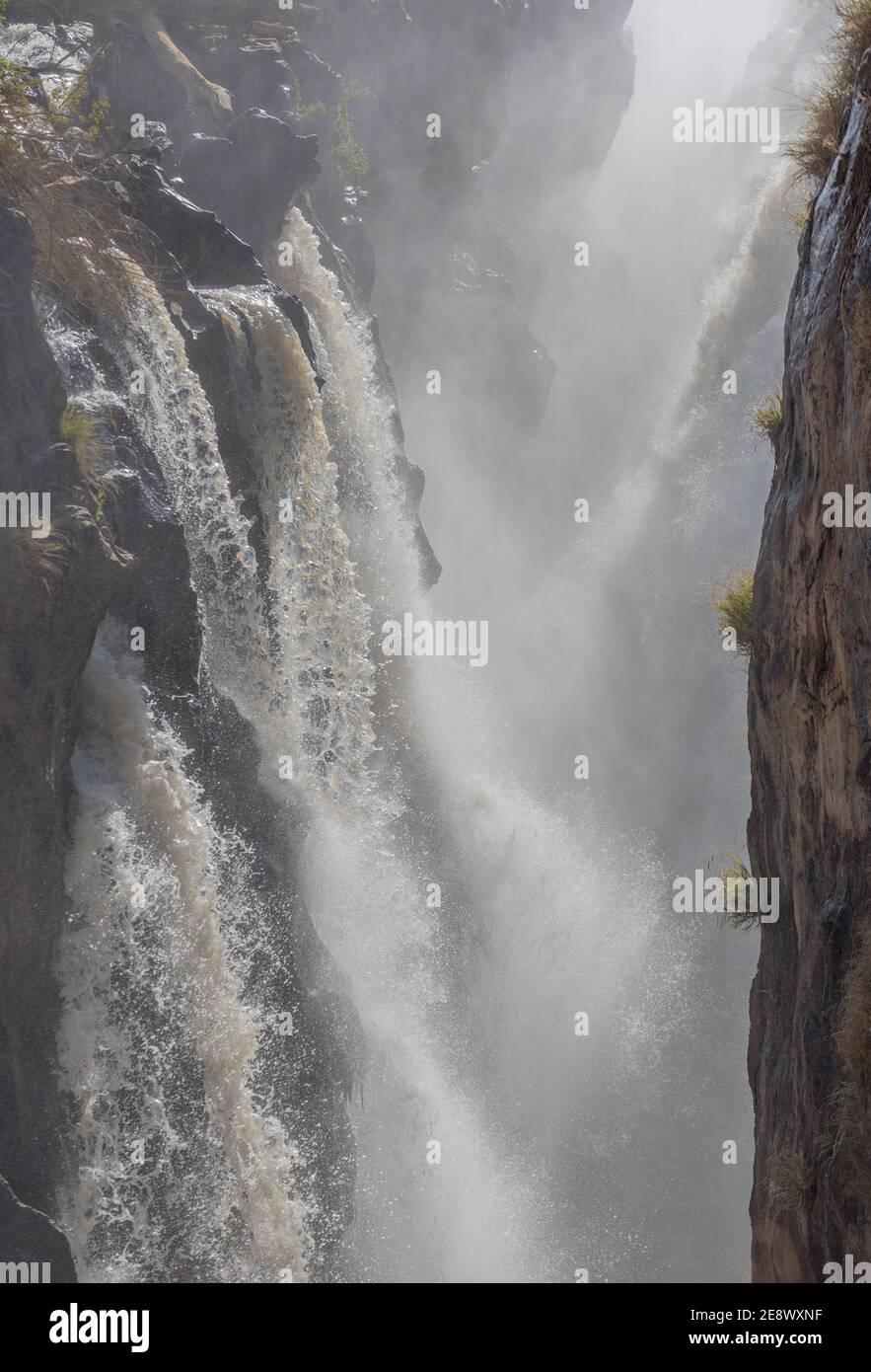 Les chutes d'Epupa de la rivière Kunene en Namibie Banque D'Images