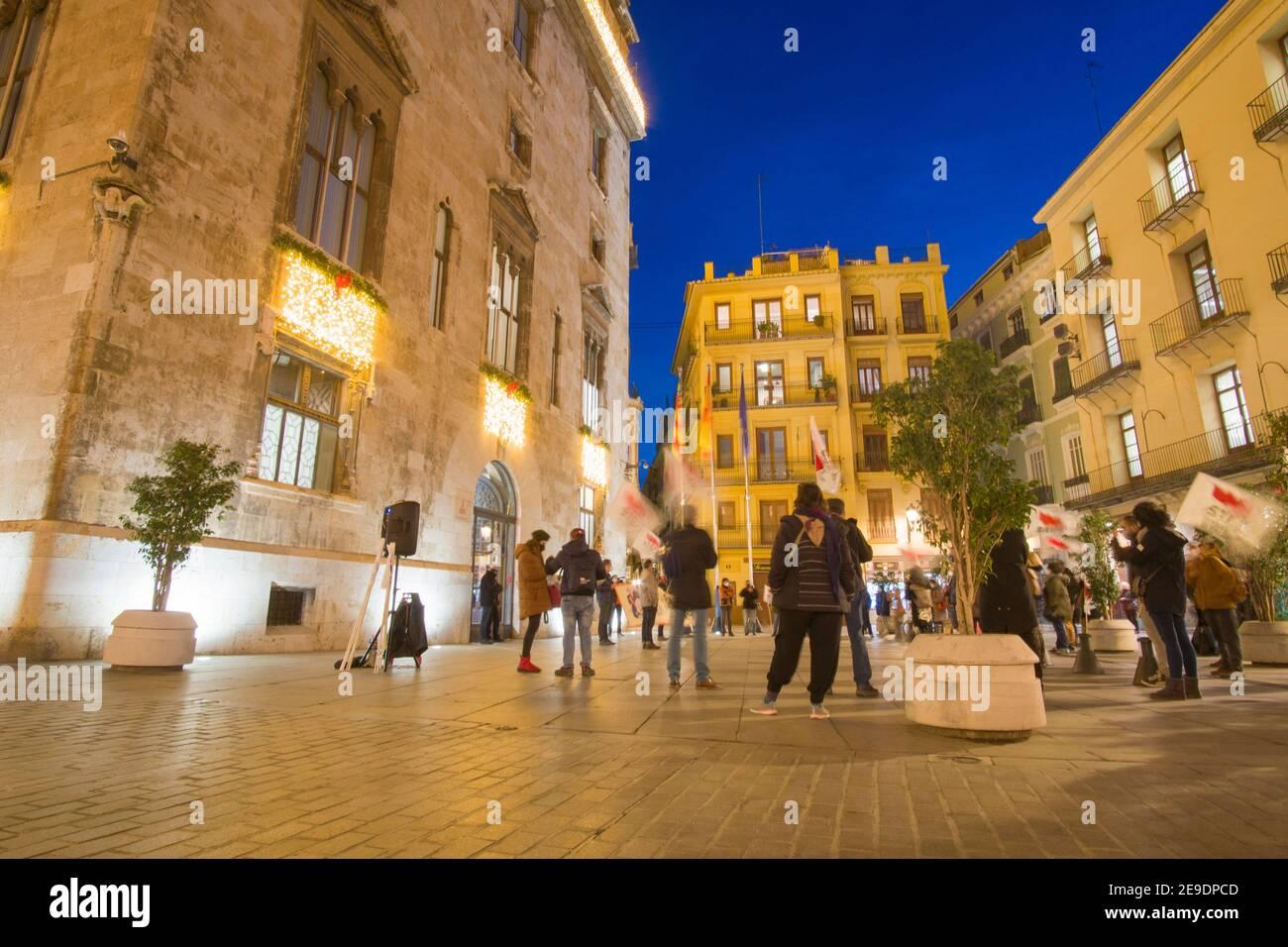 Valence Espagne le 10 décembre 2020: Nuit à Noël Palais Generalitat avec lumières. Banque D'Images