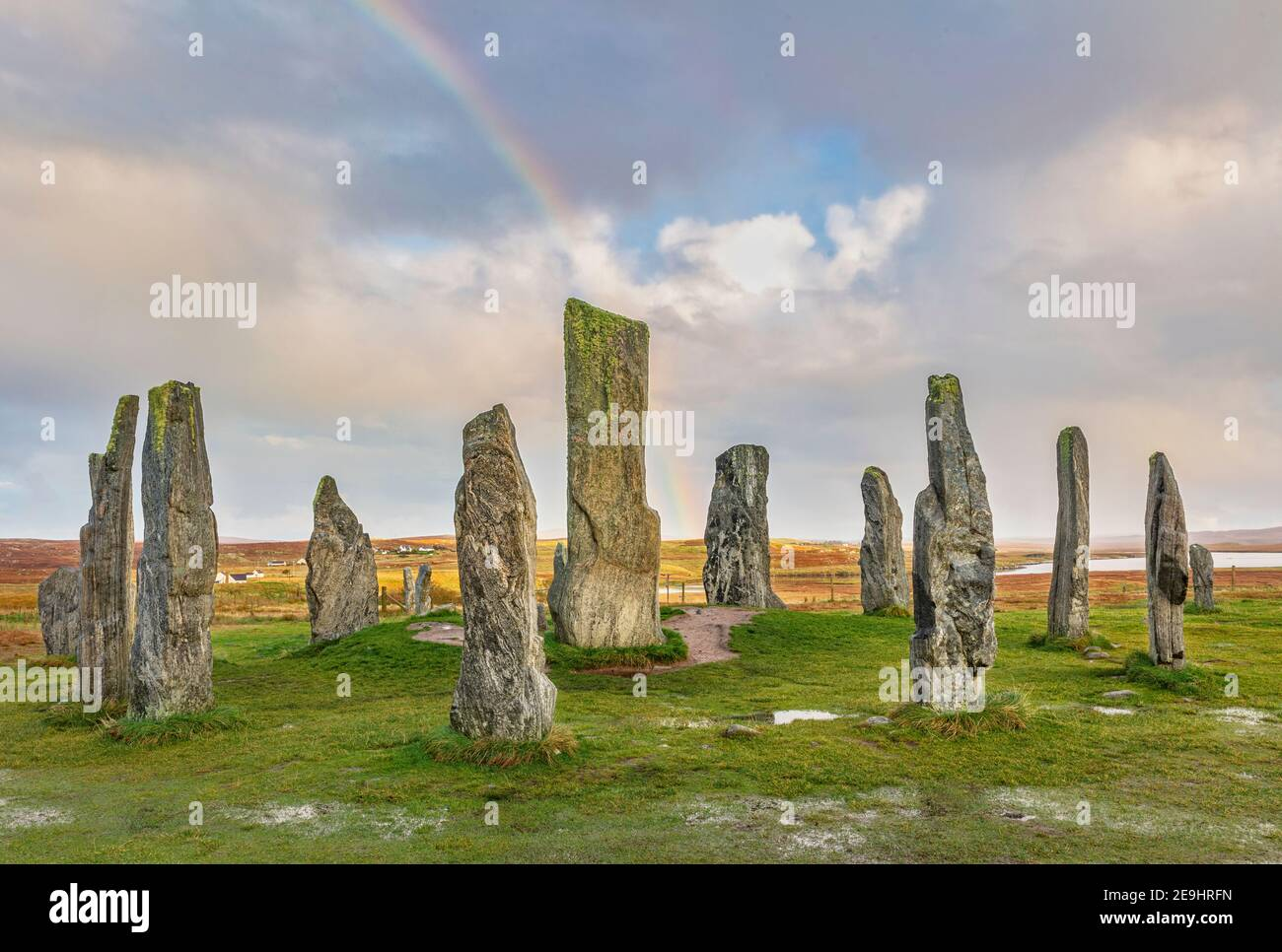 Île de Lewis et Harris, Écosse : ciel arc-en-ciel et ciel dégagé aux pierres sur pied Callanish Banque D'Images