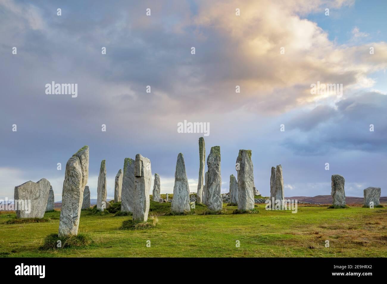 Île de Lewis et Harris, Écosse : lumière du soir aux pierres sur pied de Callanish Banque D'Images