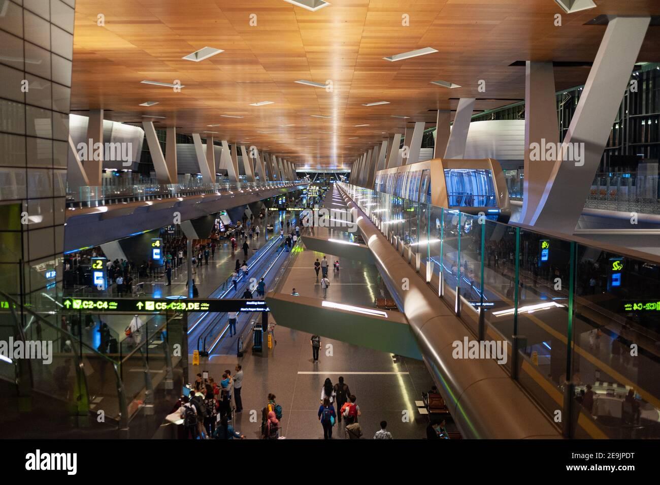 27.06.2019, Doha, Qatar, Asie - vue intérieure du nouvel aéroport international de Hamad avec navette. Banque D'Images