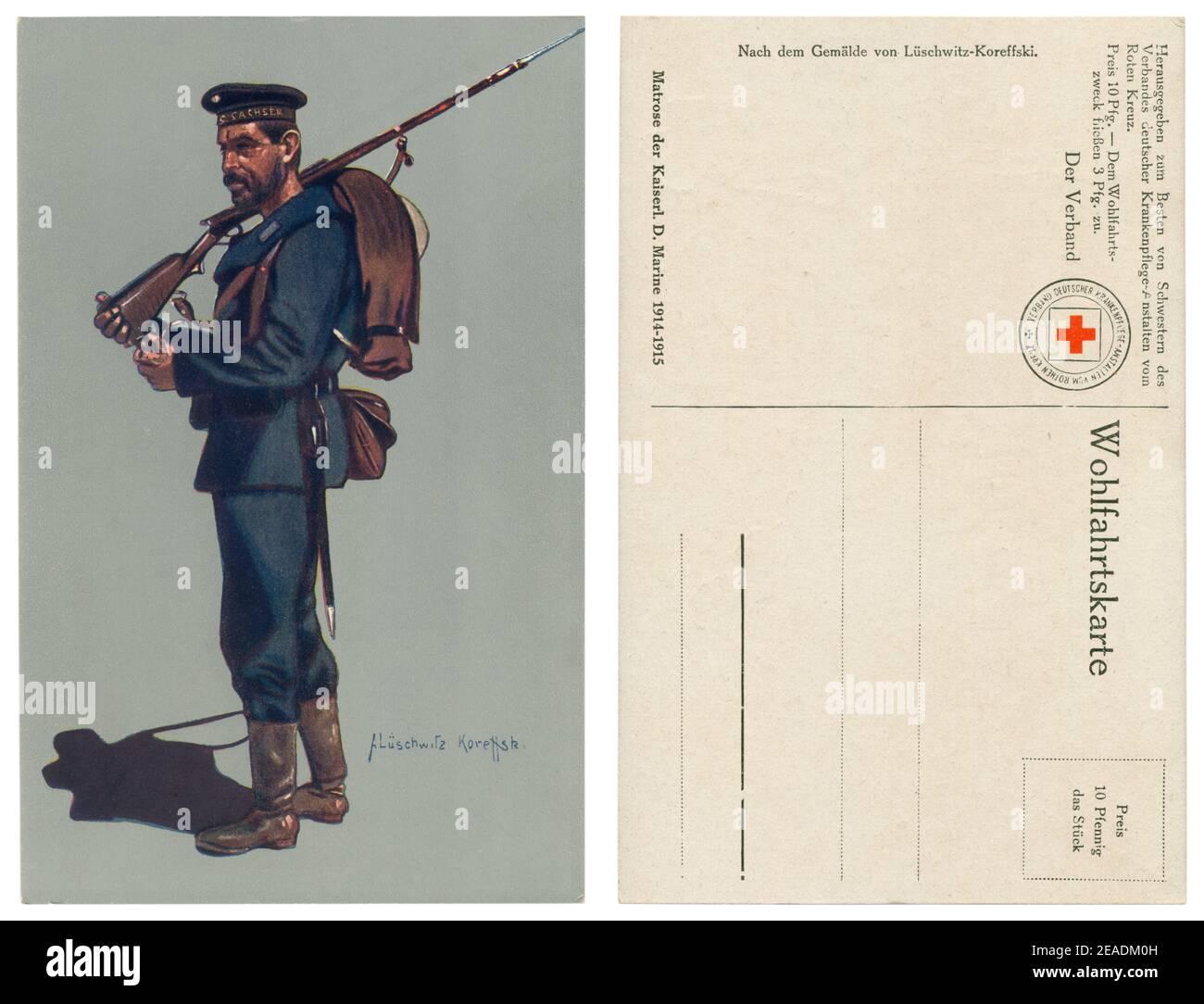 Carte postale historique allemande: Un marin kaisermarine du navire de guerre SMS Sachsen (1916), entièrement équipé, avec un fusil sur son épaule, la première guerre mondiale Banque D'Images