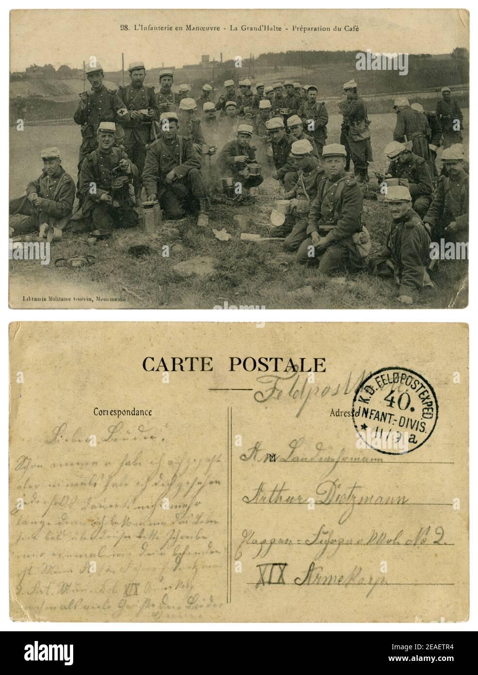 Carte postale historique française : infanterie sur les manoeuvres, le revers est rempli d'un soldat allemand de la 40ème Division d'infanterie, 1914-1918 Banque D'Images