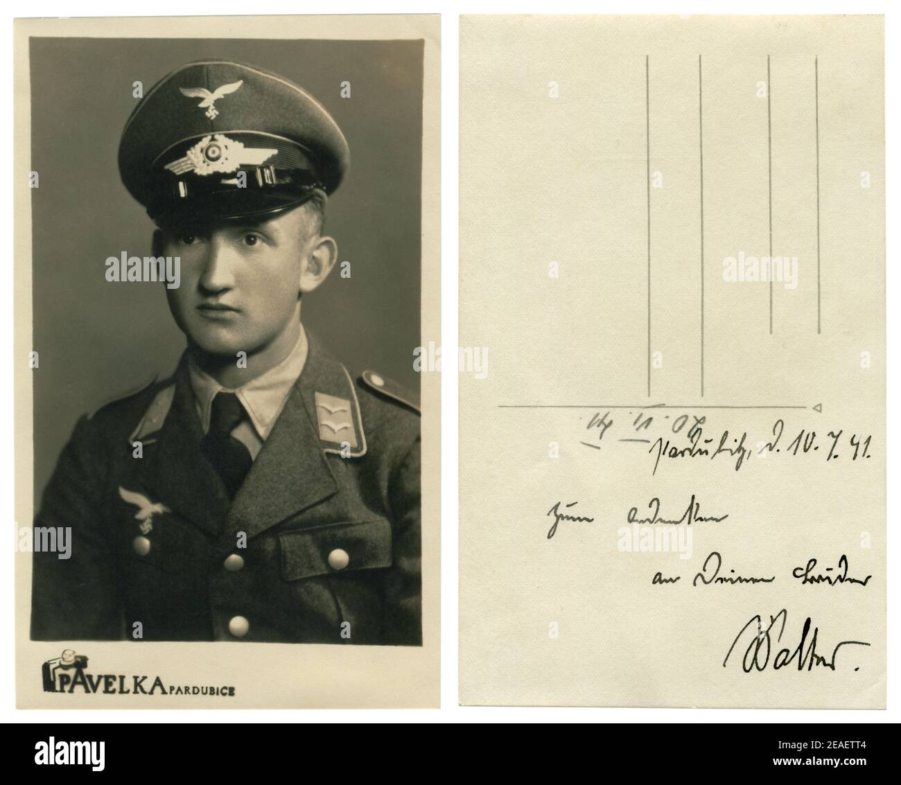 Photo historique allemande : jeune homme beau, Unterfeldsbel de l'armée de l'air (Luftwaffe) en uniforme militaire, Pardubice, tchèque occupé, troisième Reich 1941 Banque D'Images