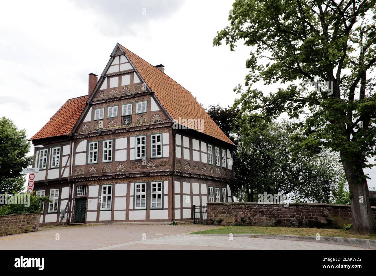 Ancien immeuble de bureaux historique, bâtiment à colombages décoré avec art, Blomberg Banque D'Images