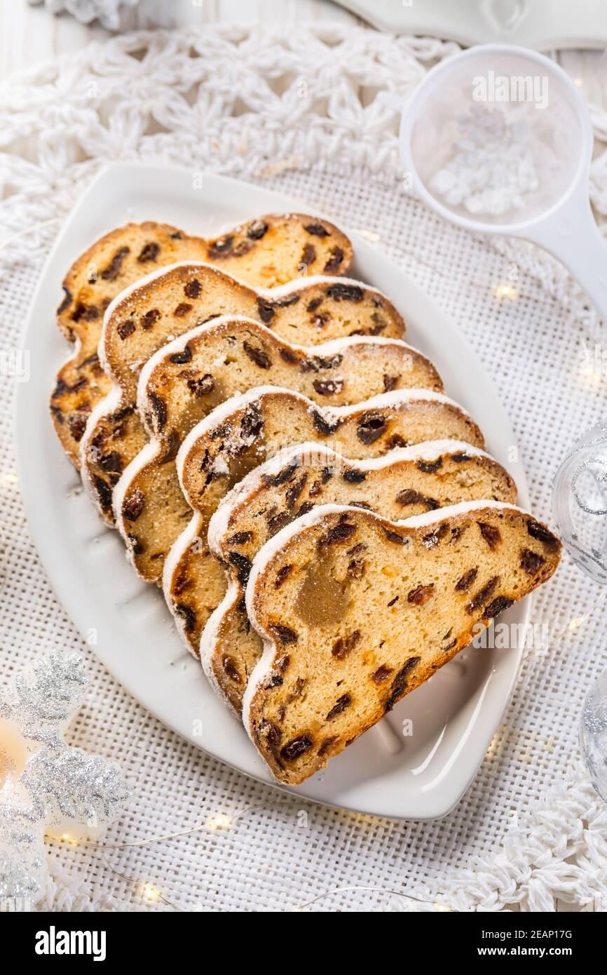Pistron de Noël traditionnel avec sucre glace. Gâteau de Noël. Pain de Noël allemand Banque D'Images