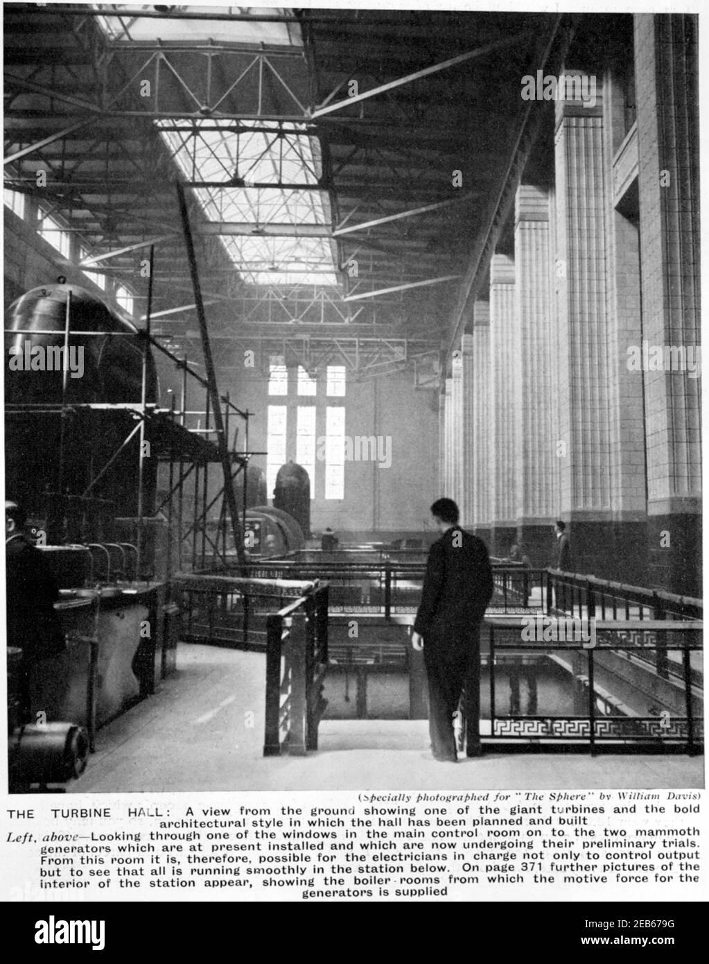 Battersea Power Station - la turbine Hall, vue du sol montrant les turbines géantes - 1933 Banque D'Images