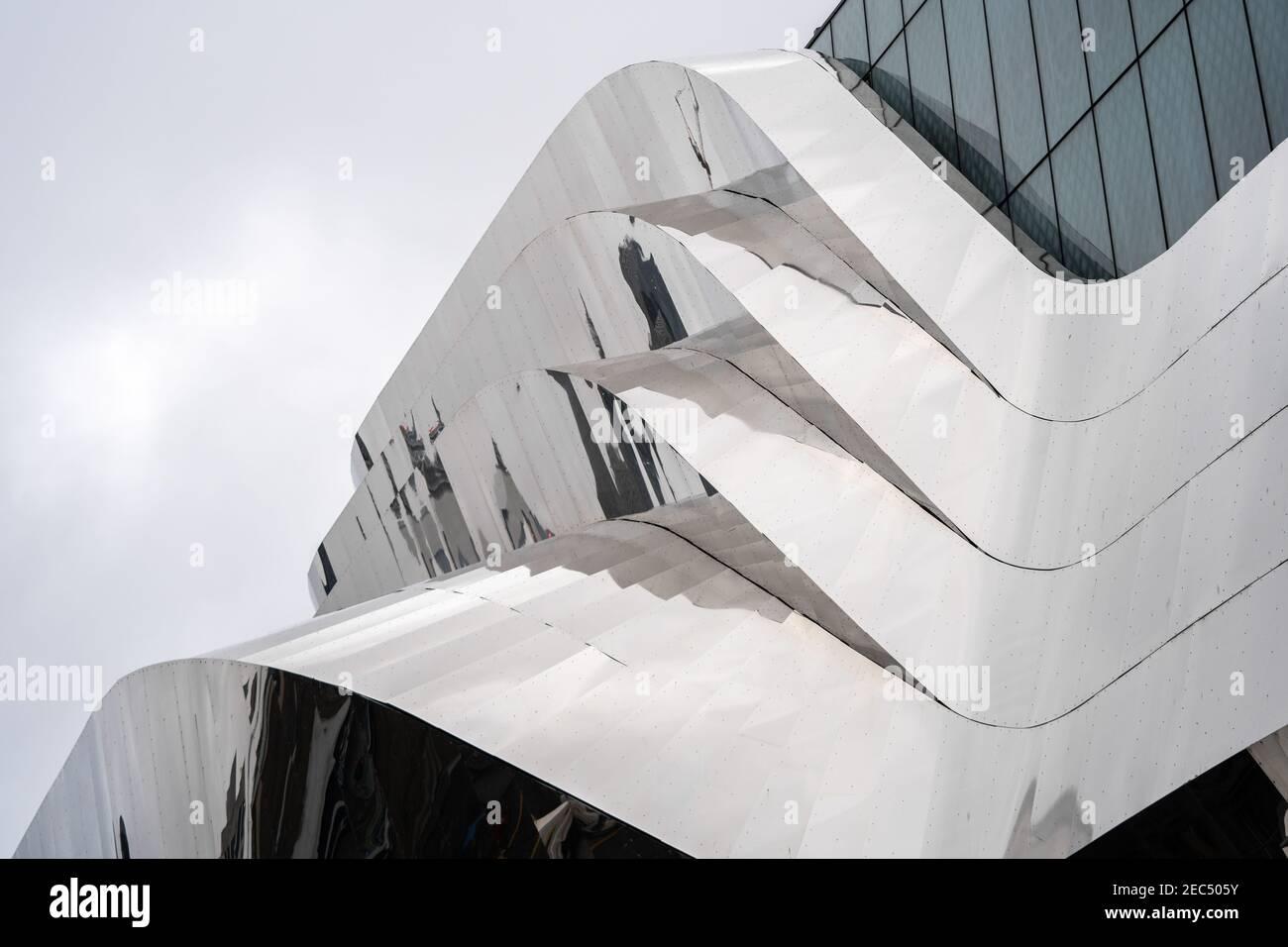 Birmingham John Lewis grand magasin situé à Grand Central Station design moderne en chrome, verre et structure futuriste Banque D'Images