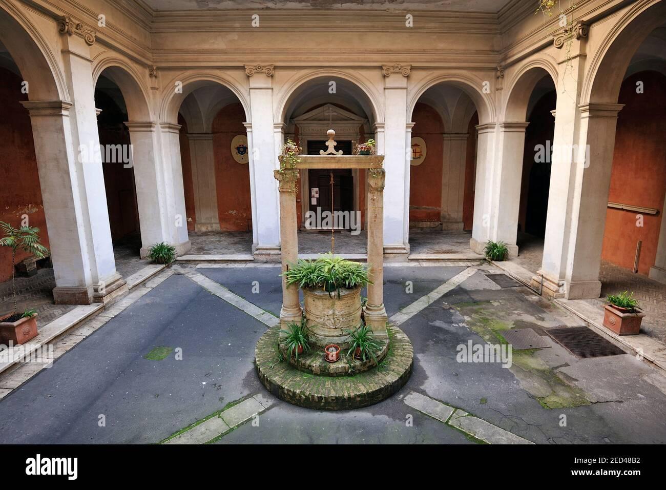 L'Italie, Rome, église de Sant'Agata dei goti (saint Agathe des Goths), cour Banque D'Images