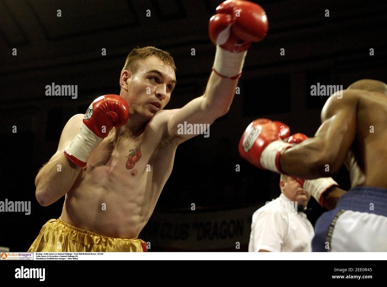 Boxe - Colin Lynes contre Samuel Malinga - York Hall Bethnal Green - 8/3/03 Colin Lynes (L) en action v Samuel Malinga (R) crédit obligatoire:Images d'action / John Sibley Banque D'Images