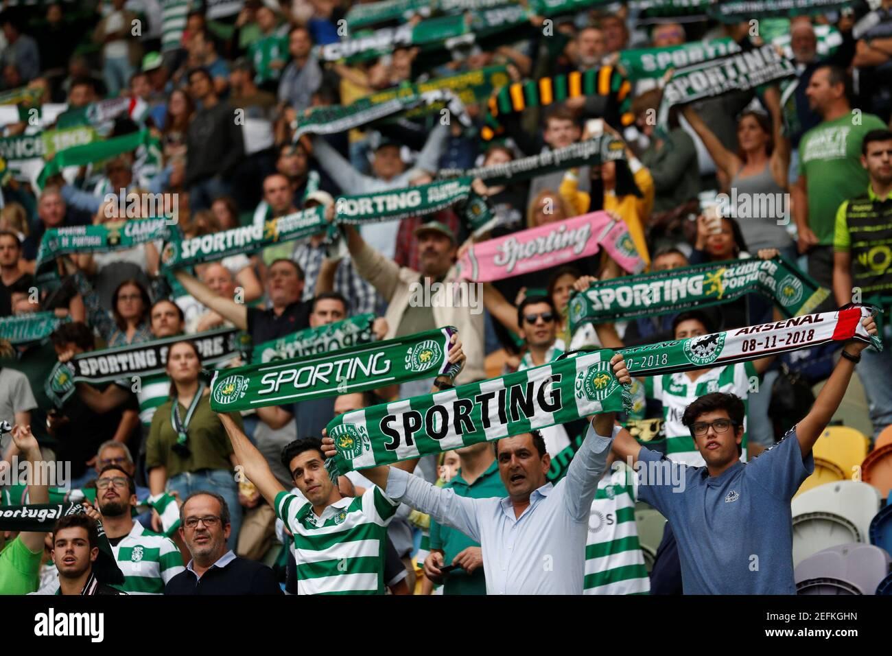 Football football - Europa League - Groupe Stage - Groupe E - Sporting CP v Arsenal - Estadio Jose Alvalade, Lisbonne, Portugal - 25 octobre 2018 Sporting fans à l'intérieur du stade avant le match REUTERS/Rafael Marchante Banque D'Images