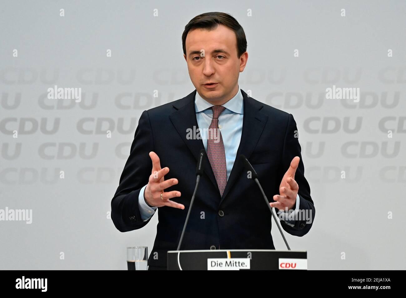 Le secrétaire général de l'Union chrétienne-démocrate (CDU), Paul Ziemiak, prend la parole lors d'une conférence de presse après une réunion de direction du parti, à Berlin, en Allemagne, le 22 février 2021. Tobias Schwarz/Pool via REUTERS Banque D'Images
