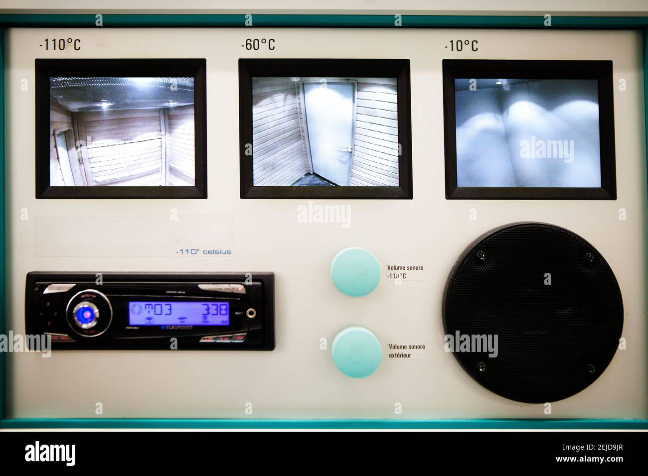Chambre de cryothérapie corps entier à trois niveaux pour la récupération des athlètes. Banque D'Images