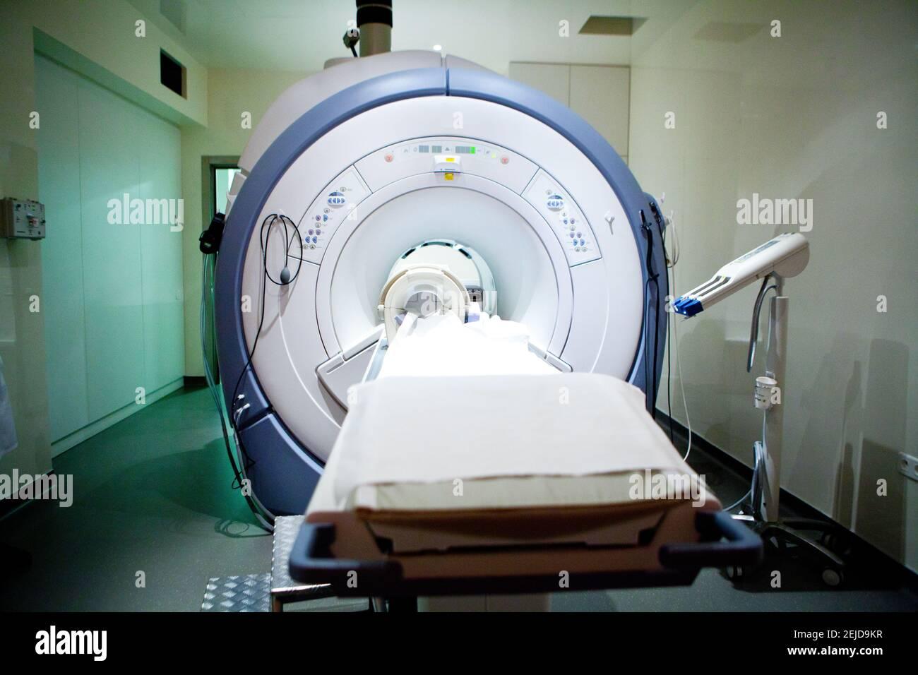 IRM ou imagerie par résonance magnétique basée sur les propriétés magnétiques de l'hydrogène contenu dans le corps humain. Banque D'Images