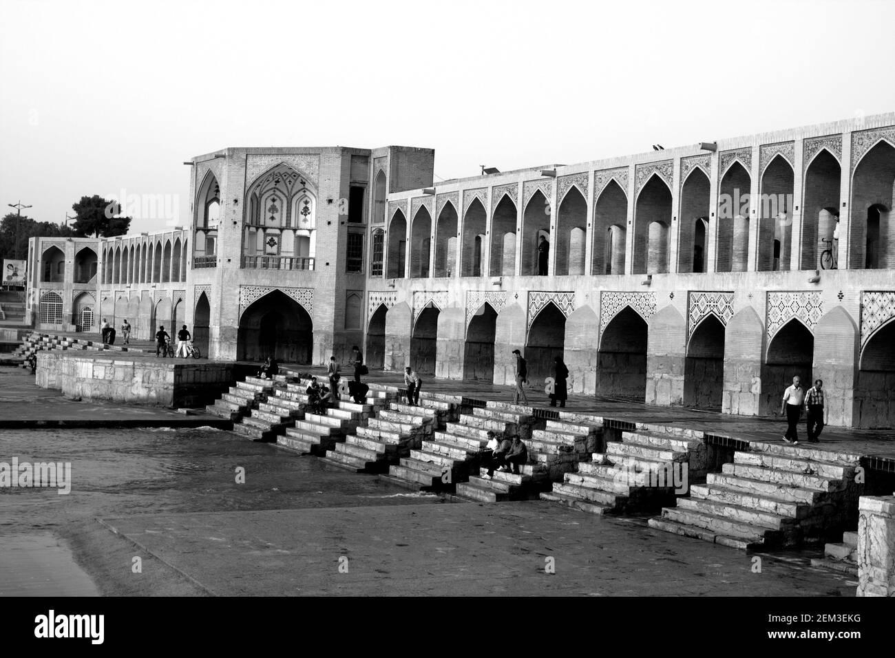 Monochrome, noir et blanc, image du pont de Khaju, Isfahan, Iran Banque D'Images