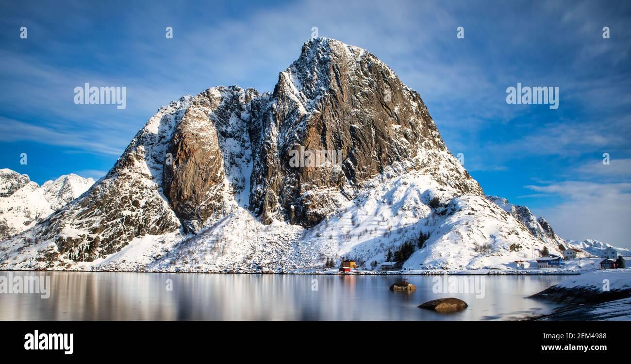 Hamnoy est un petit village de pêcheurs situé dans l'archipel des îles Lofoten, en Norvège. Banque D'Images
