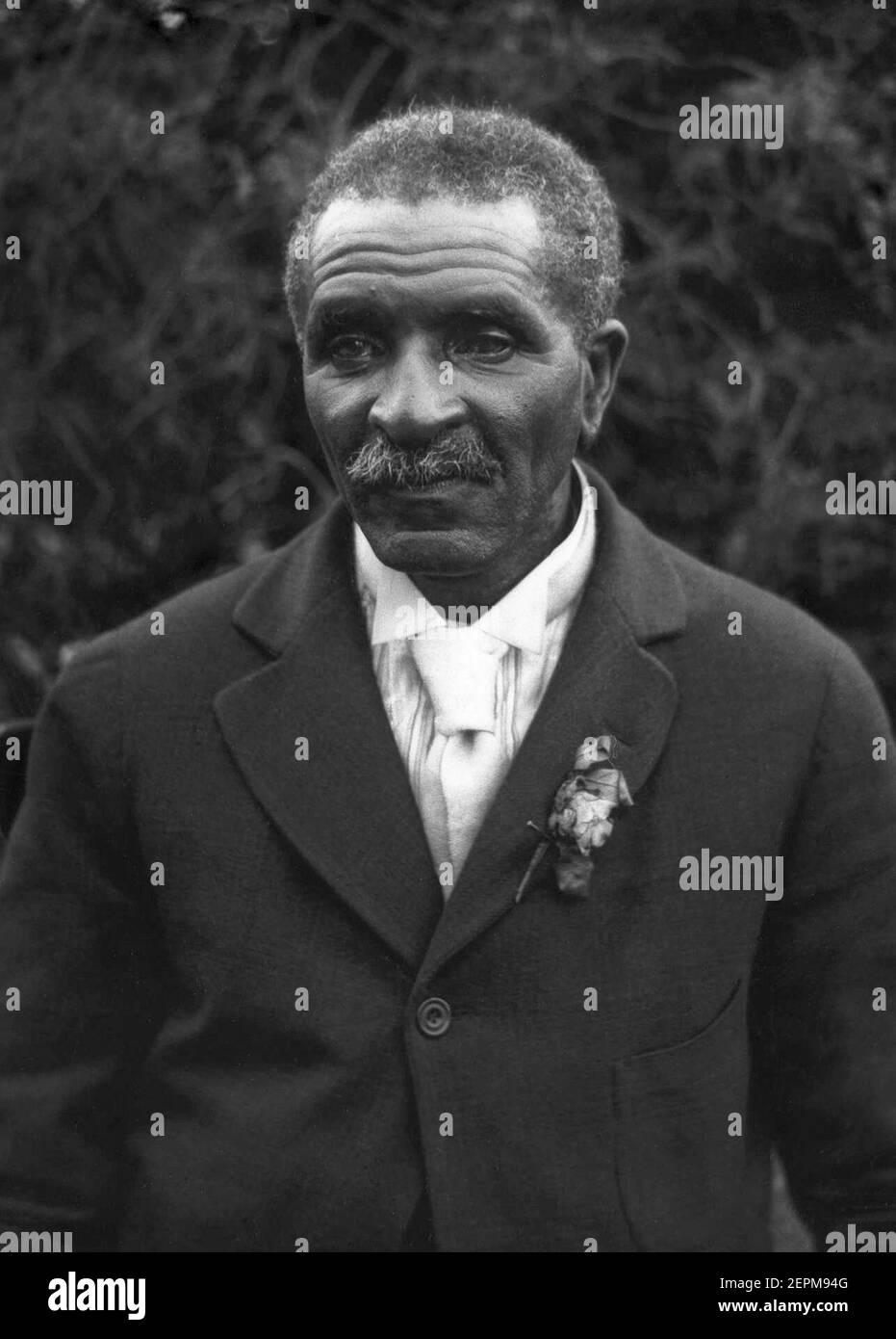 George Washington Carver (c1864–1943) au Voorhees College en 1921. Carver, le scientifique noir le plus éminent du début du XXe siècle, était professeur à l'Institut Tuskegee (aujourd'hui l'Université Tuskegee). (ÉTATS-UNIS) Banque D'Images