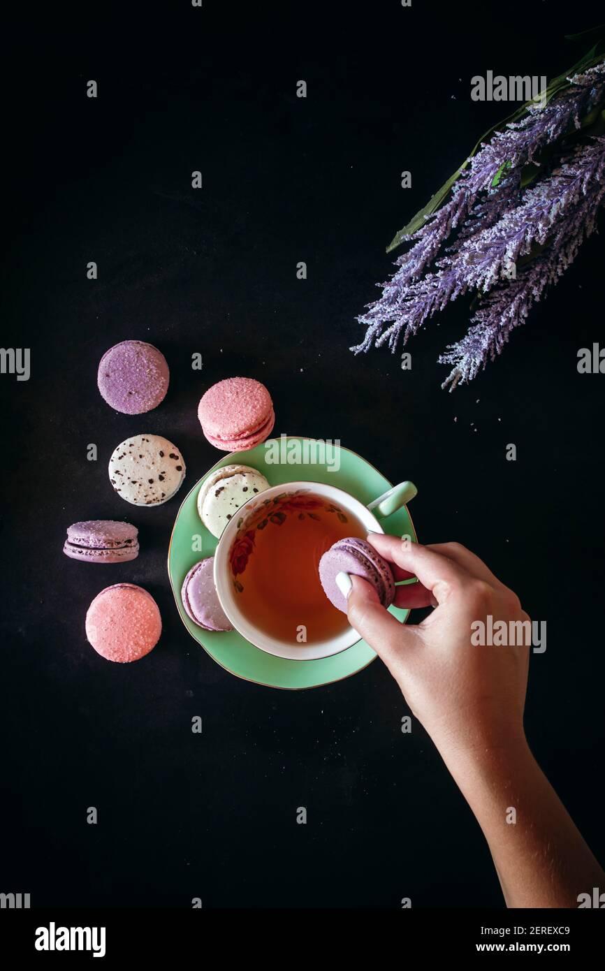 Macarons et photo d'action pour le thé Banque D'Images