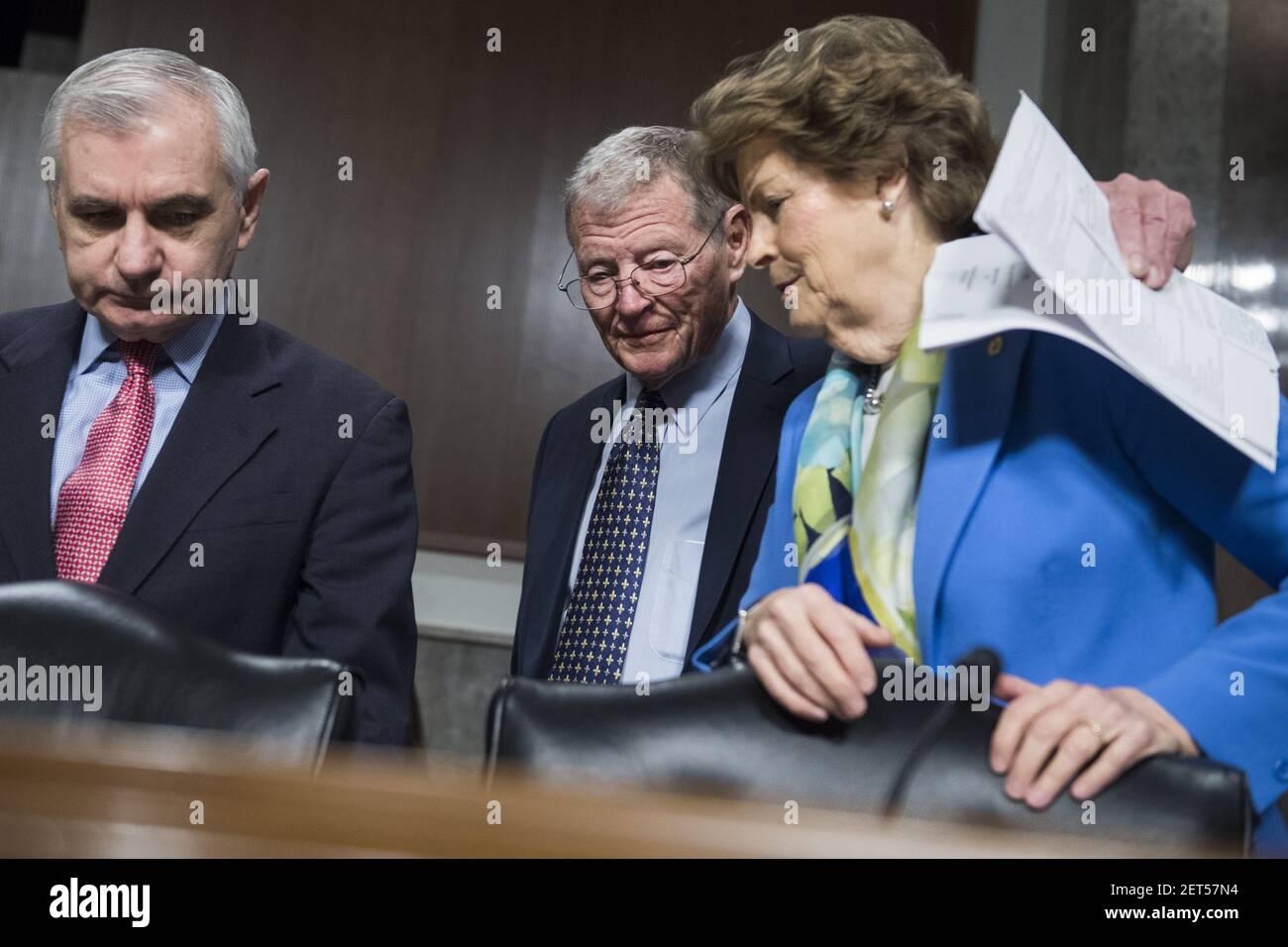 ÉTATS-UNIS - DÉCEMBRE 4 : de gauche à droite, le sénateur Jack Reed, D-R.I., le président James Inhofe, R-Okla, et le sénateur Jeanne Shaheen, D-N.H., assistent à une audience de confirmation du Comité des services armés du Sénat à l'édifice Dirksen le 4 décembre 2018. Le Lieutenant général Kenneth F. McKenzie, USMC, nommé général et commandant du Commandement central des États-Unis, et le Lieutenant général Richard D. Clarke, de l'Armée des États-Unis, nommé général et commandant du Commandement des opérations spéciales des États-Unis, ont témoigné. (Photo de Tom Williams/CQ Roll Call) Banque D'Images