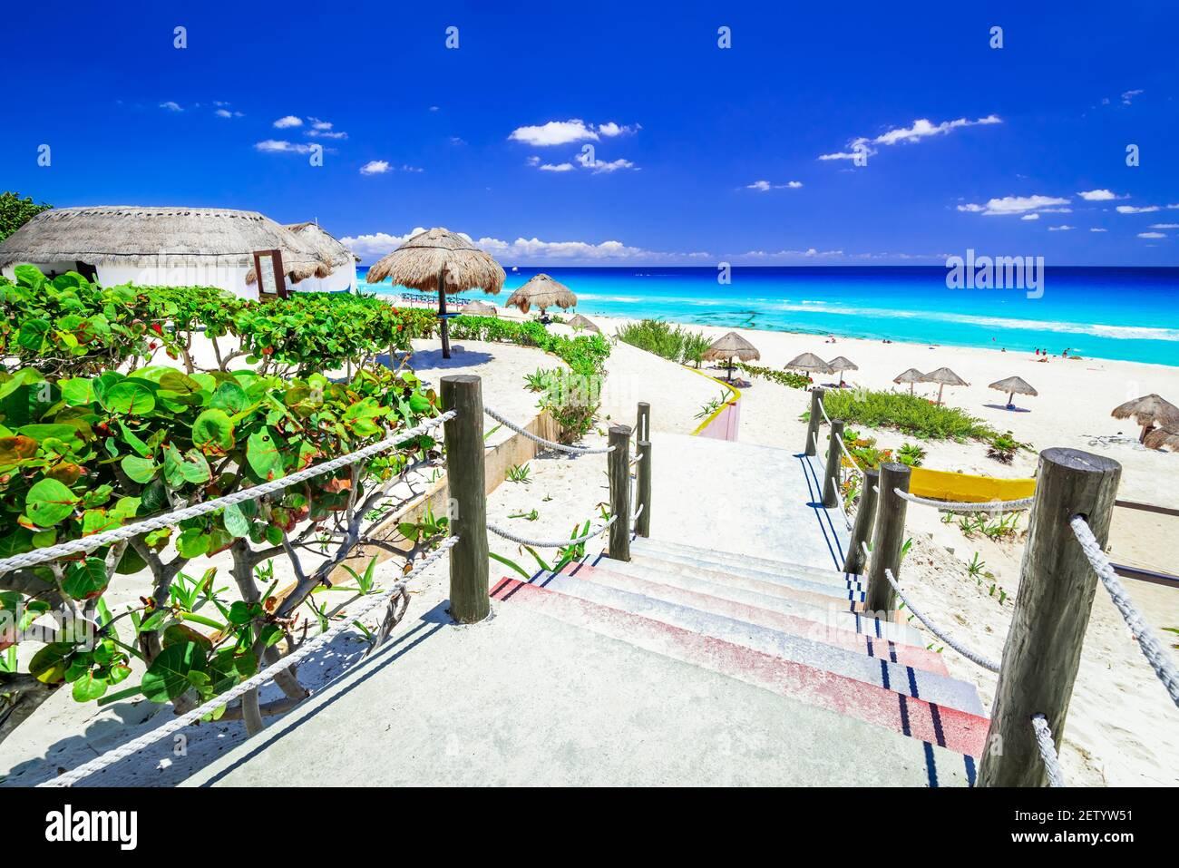Cancun, Mexique. Paysage tropical avec plage de la mer des Caraïbes, destination de voyage en Amérique centrale. Banque D'Images