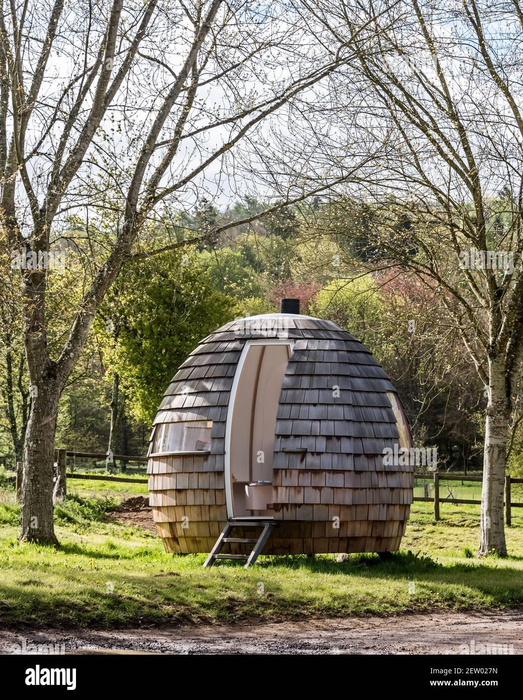 Pod en bois dans le jardin Banque D'Images