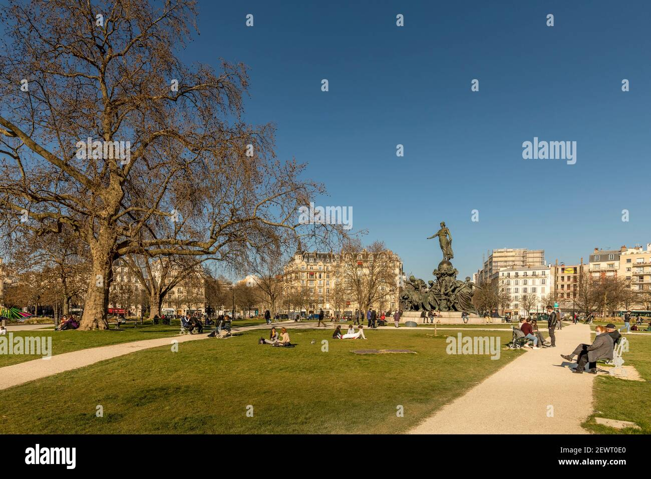 Paris, France - 1er mars 2021 : place de la Nation, autour de la statue de la Nation, près du cours de Vincennes à Paris, France Banque D'Images