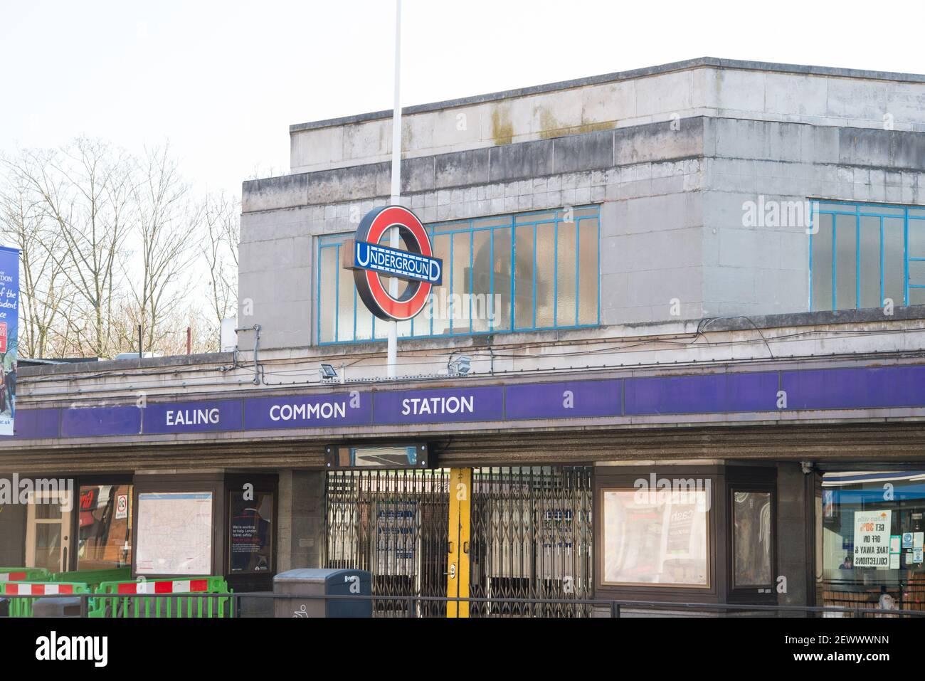 Ealing Station de métro commune Art Deco Architecture by Charles Holden Banque D'Images