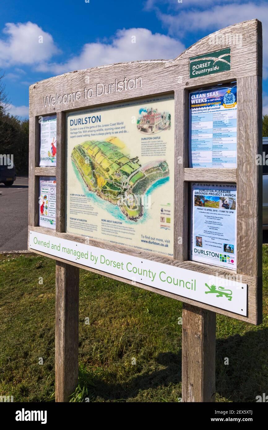 Bienvenue au forum d'information de Durlston au Durlston Country Park, Swanage, Dorset, Royaume-Uni en avril Banque D'Images