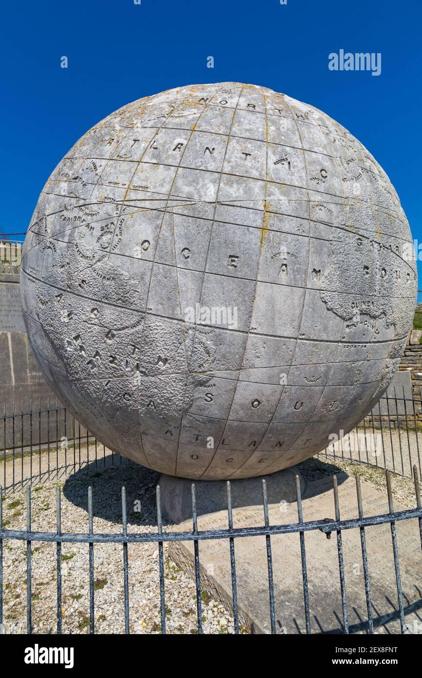 The Great Globe à Durlston Country Park, Swanage, Dorset, Royaume-Uni en avril Banque D'Images