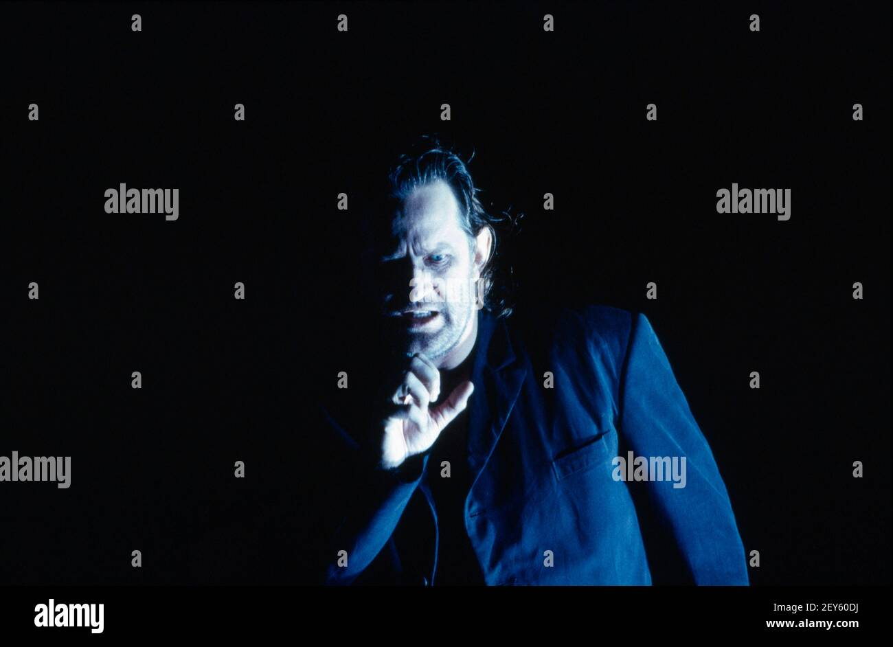Poul Elming (Siegmund) in DIE tour par Wagner à l'Opéra Royal, Covent Garden, Londres WC2 14/10/1994 chef d'orchestre: Bernard Haitink design: Nigel Lowery éclairage: Pat Collins mouvement: Matthew Hamilton directeur: Richard Jones Banque D'Images