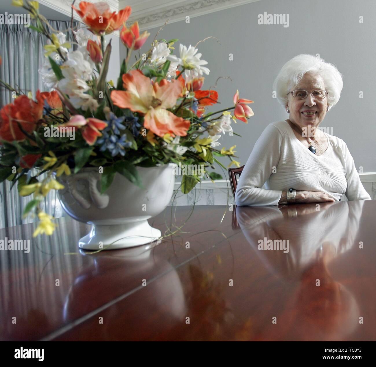 Marjorie Ellfeldt Rees, 87 ans, de Prairie Village, photo le 29 juin 2009, Est l'un des 300 Wasps survivants, un acronyme pour les femmes pilotes de la Seconde Guerre mondiale Très bientôt, Rees recevra une pièce d'or du Congrès pour son service. (Photo de Jim Barcus/Kansas City Star/MCT/Sipa USA) Banque D'Images