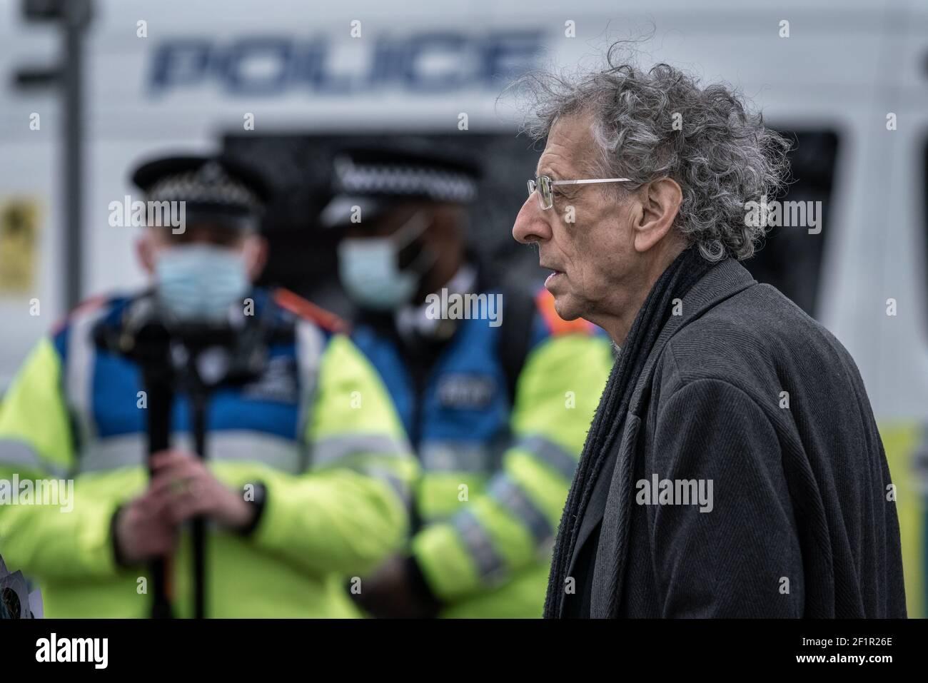 Coronavirus : Piers Corbyn assiste à une tentative d'action anti-verrouillage de 20-30 manifestants sur Richmond Green, dans le sud-est de Londres, au Royaume-Uni. Banque D'Images