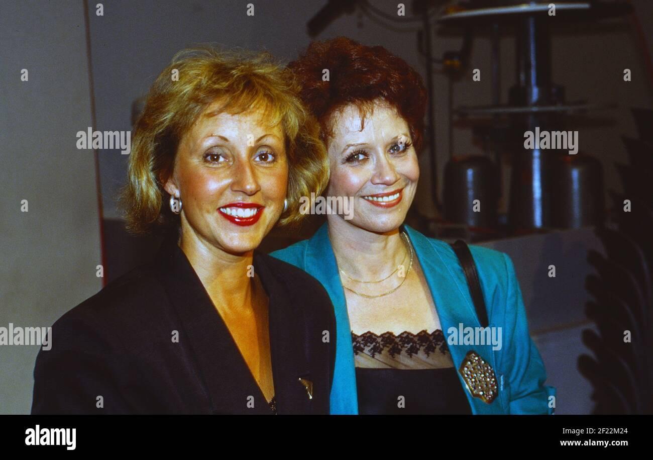 Prominenz auf der IFA à Berlin, Allemagne 1989, hier: Hildegard Hilde und Charlotte Lotti Krekel Banque D'Images