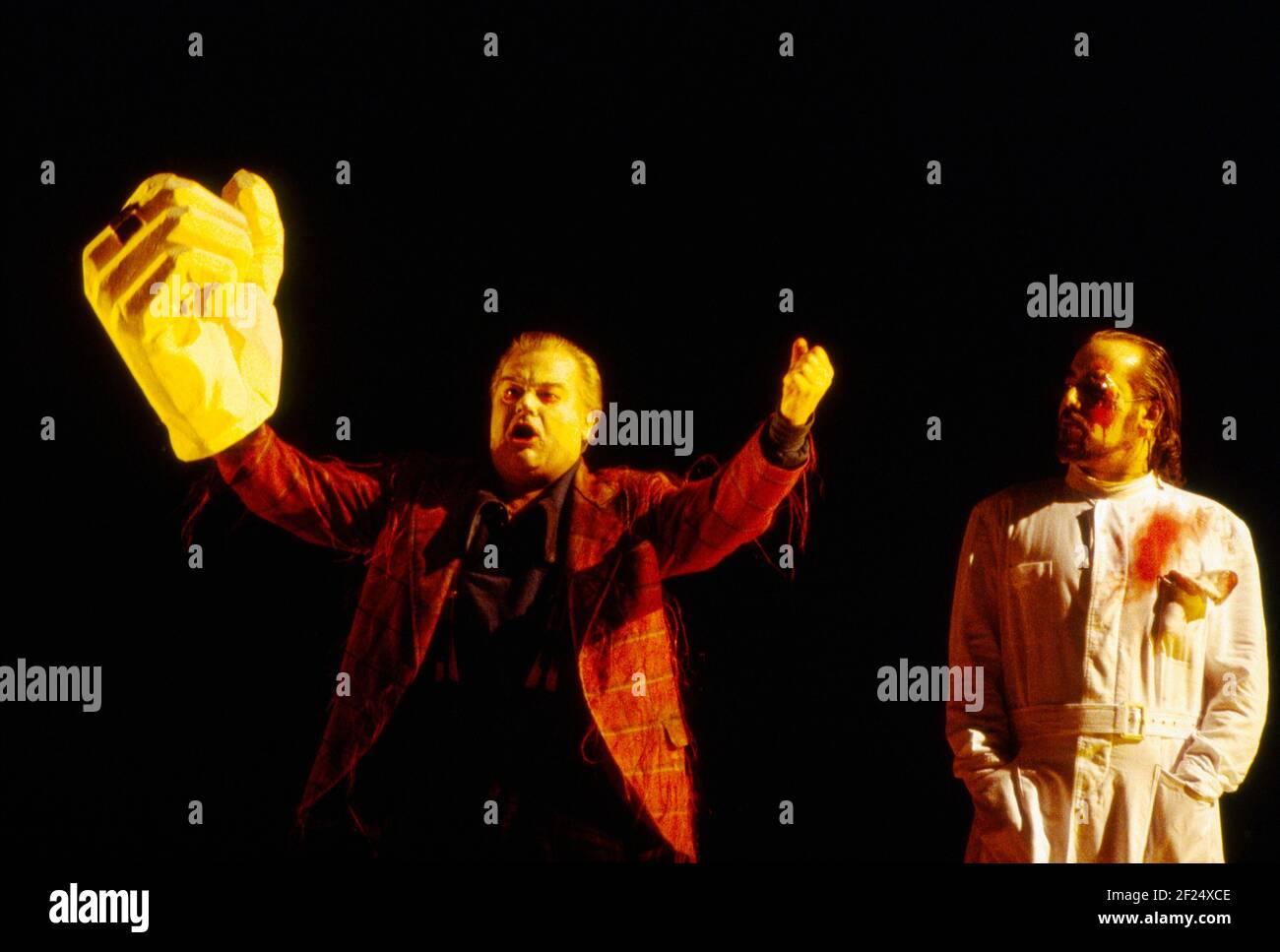 l-r: Ekkehard Wlaschiha (Alberich), John Tomlinson (Wotan) dans DAS RHEINGOLD par Wagner à l'Opéra Royal, Covent Garden, Londres WC2 13/10/1994 chef d'orchestre: Bernard Haitink design: Nigel Lowery éclairage: Pat Collins directeur: Richard Jones Banque D'Images