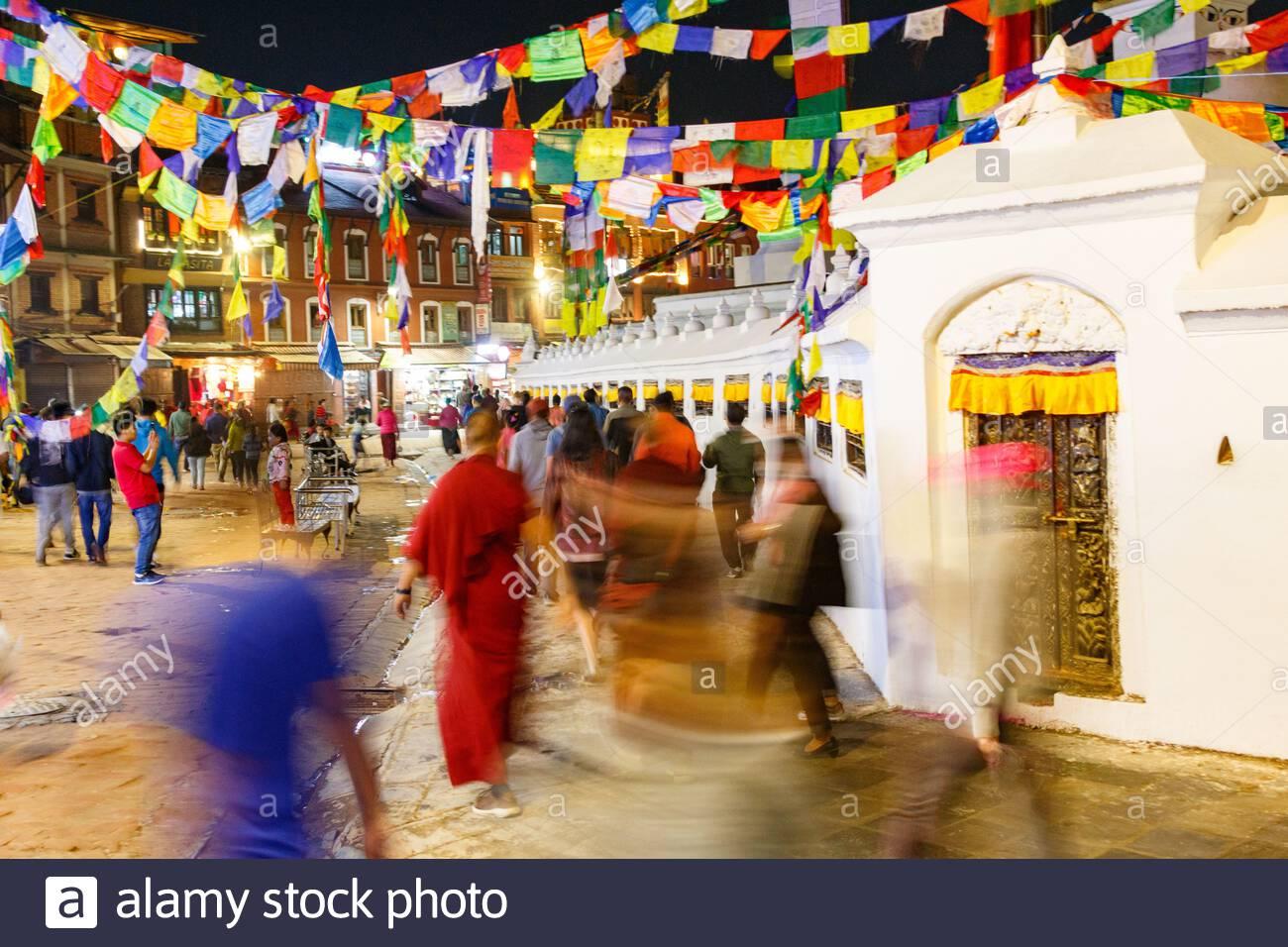Les dévotés bouddhistes encerclent Boudhanath Stupa à Katmandou Népal - Boudhanath Stupa, Katmandou, , Népal (NP) Banque D'Images