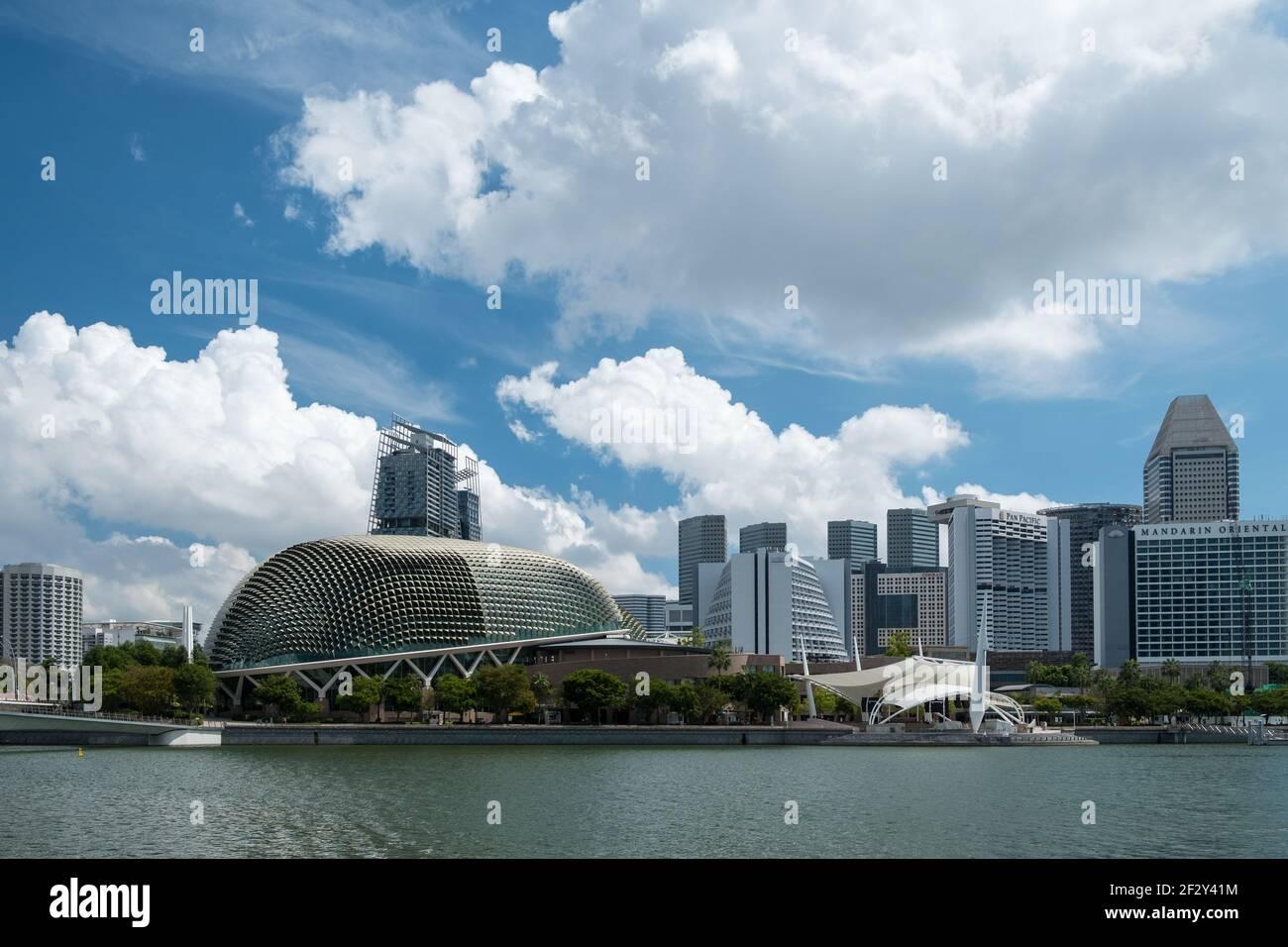 Flower Dome, Cloud Forest et Singapore Skyline, Singapour Banque D'Images