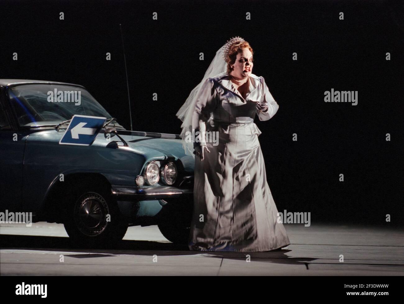 Jane Henschel (Fricka) in DIE tour par Wagner à l'Opéra Royal, Covent Garden, Londres WC2 30/09/1996 chef d'orchestre: Bernard Haitink design: Nigel Lowery éclairage: Pat Collins directeur: Richard Jones Banque D'Images