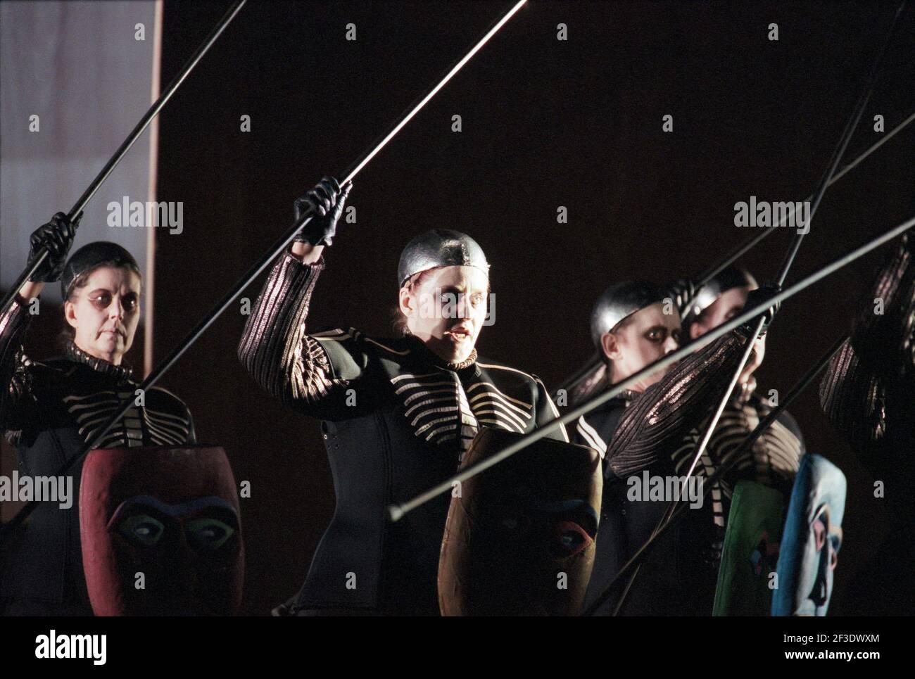 Valkyrie in DIE tour du tour par Wagner à l'Opéra Royal, Covent Garden, Londres WC2 30/09/1996 chef d'orchestre: Bernard Haitink design: Nigel Lowery éclairage: Pat Collins directeur: Richard Jones Banque D'Images