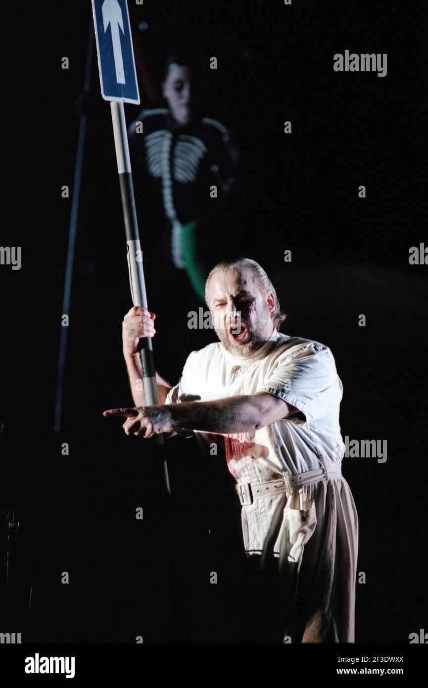 John Tomlinson (Wotan) dans DIE tour par Wagner à l'Opéra Royal, Covent Garden, Londres WC2 30/09/1996 chef d'orchestre: Bernard Haitink design: Nigel Lowery éclairage: Pat Collins directeur: Richard Jones Banque D'Images