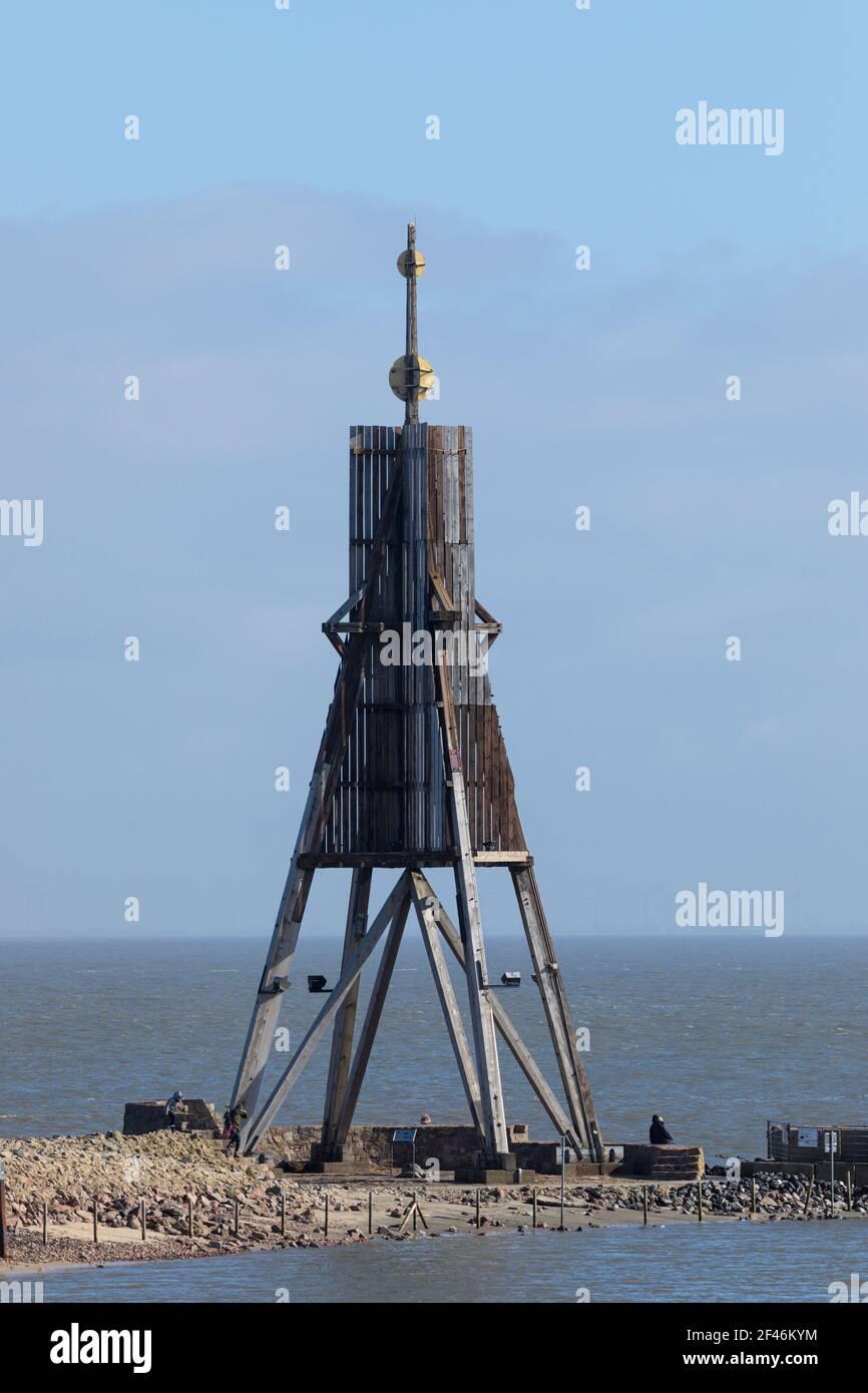 Kugelbake ou ball Beacon, point de repère de la ville de Cuxhaven sur l'estuaire de la rivière Elbe, touristes visitant le lieu. Banque D'Images
