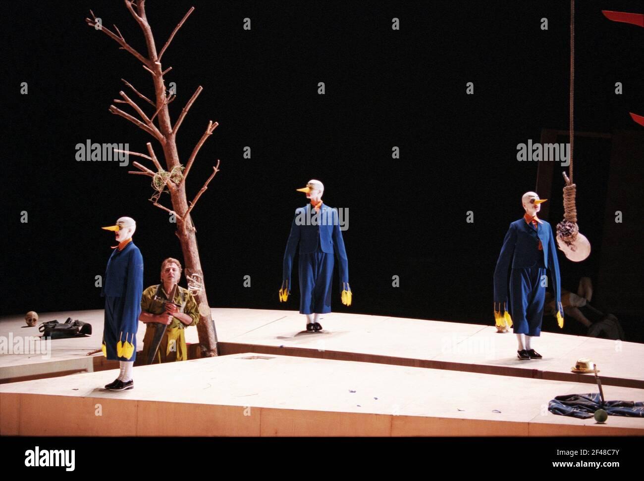 Siegfried Jerusalem (Siegfried) avec Forest Birds à SIEGFRIED par Wagner à l'Opéra Royal, Covent Garden, Londres WC2 27/03/1995 chef d'orchestre: Bernard Haitink design: Nigel Lowery éclairage: Pat Collins mouvement: Matthew Hamilton directeur: Richard Jones Banque D'Images