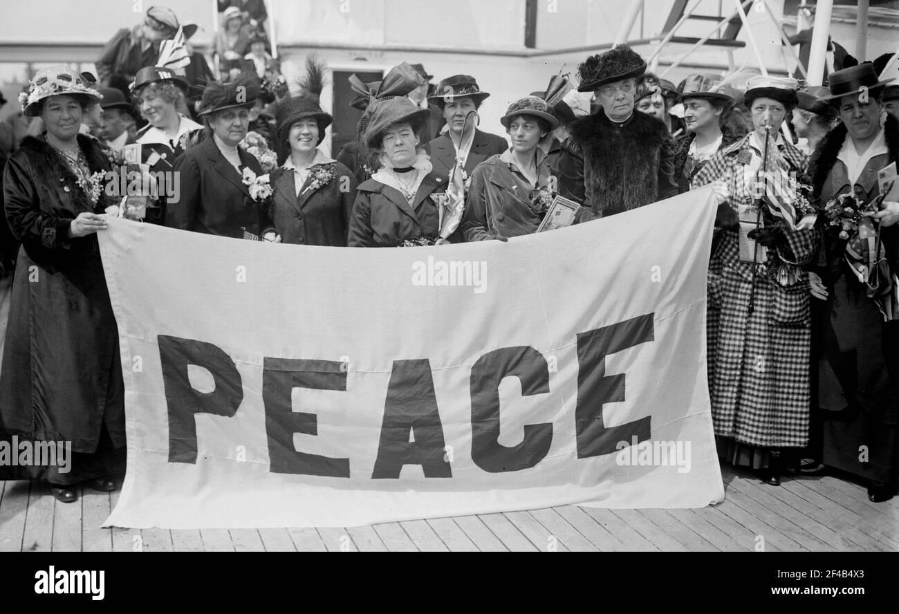 Délégués à la paix -- Emmeline Pethick-Lawrence, Jane Addams, Anna Molloy Ca. 1915 Banque D'Images